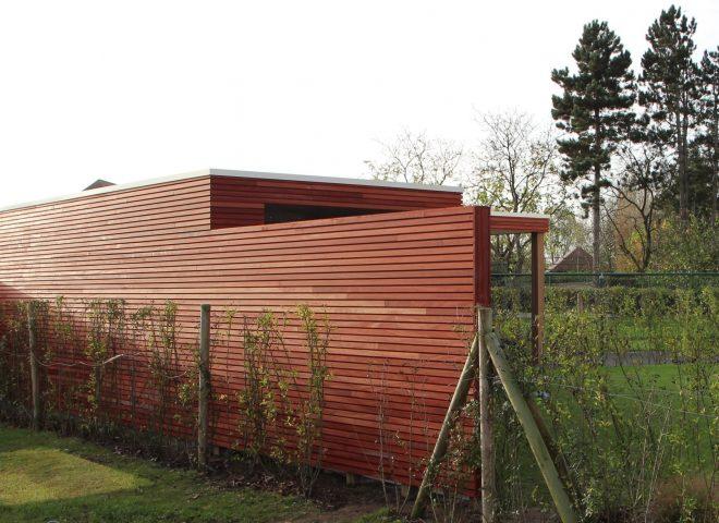 tuinberging en terras in padoek, tuin, berging, hok, strak, modern